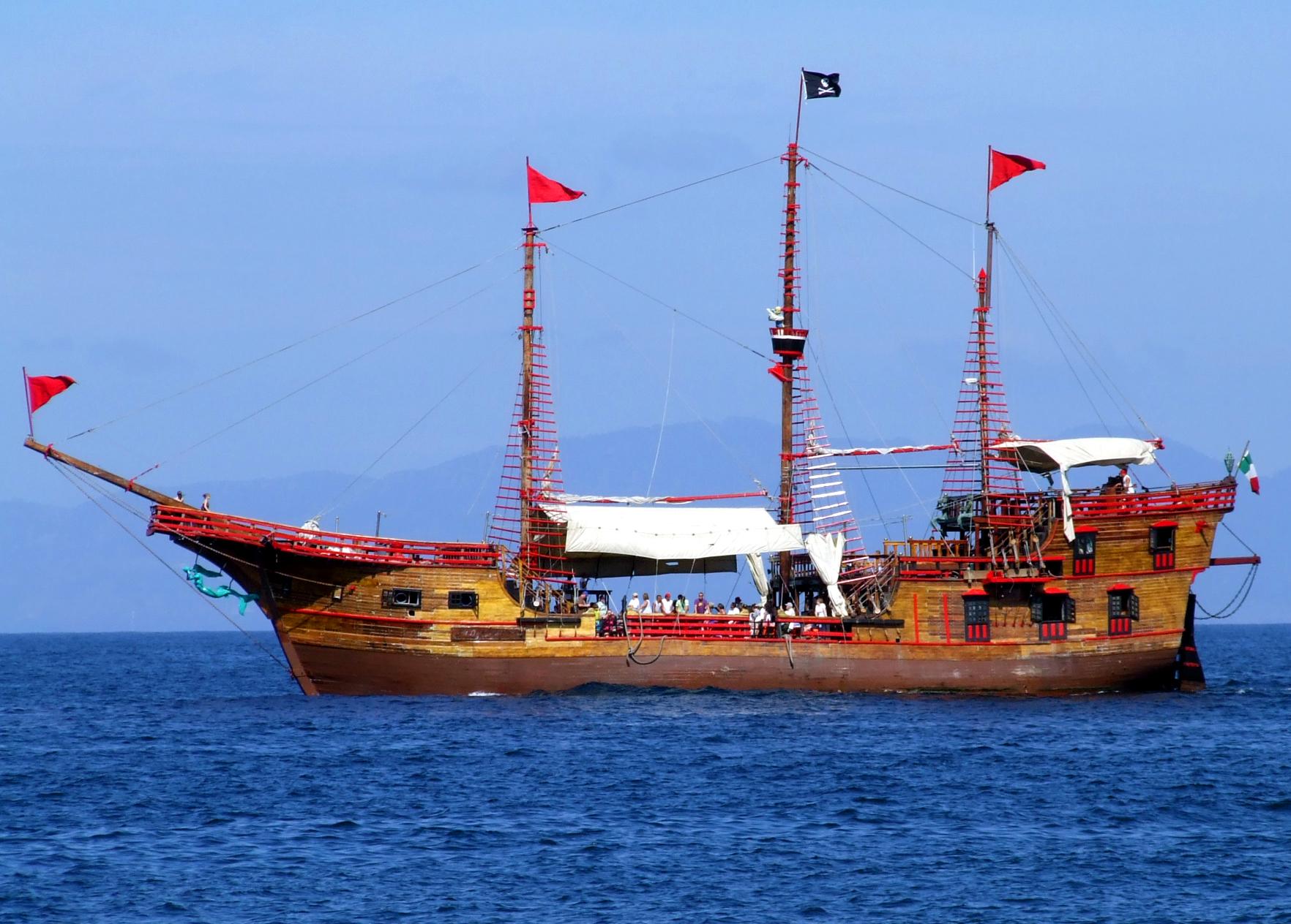 Puerto Vallarta – Marigalante Pirate Ship History